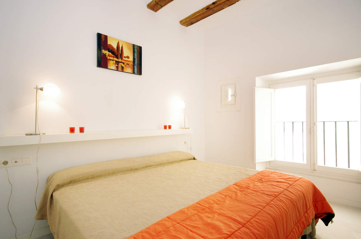 MS 6. 2 Bedroom Apartment with balcony. Old Town. Valencia.